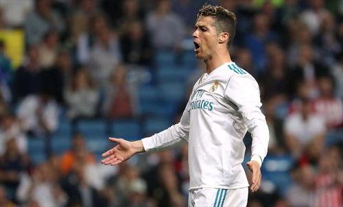 Ronaldo một lần nữa đóng vai cứu tinh cho Real. Ảnh: Reuters.