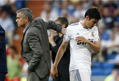 Mourinho và Kaka khi còn ở Real. Ảnh:AFP.