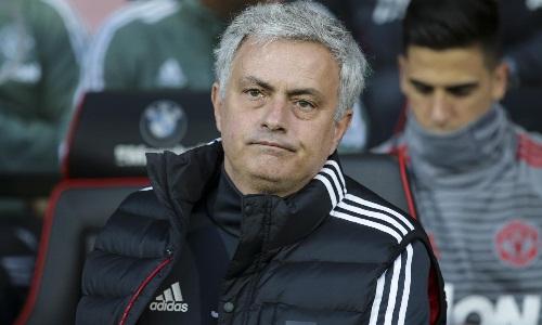 Mourinho vẫn phiền lòng dù đội nhà thắng trận. Ảnh: AFP.