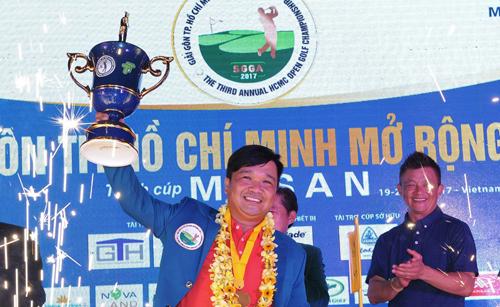 Phần thưởng cho nhà vô địch toàn giải là HC vàng, bằng khen của Sở Văn hóa và Thể thao TP HCM... cùng áo khoác Green Jacket như giải The Masters.