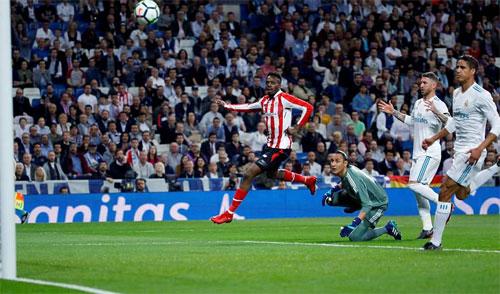 Williams lốp bóng mở tỷ số cho Bilbao.
