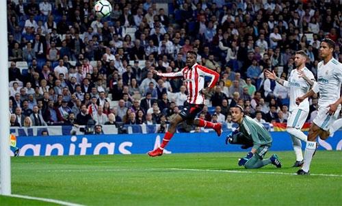 Inaki Williams lốp bóng mở tỷ số trận Real - Bilbao. Ảnh: Reuters