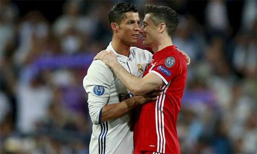 Ronaldo và Lewandowski có thể là đồng đội từ mùa giải sau. Ảnh: Reuters