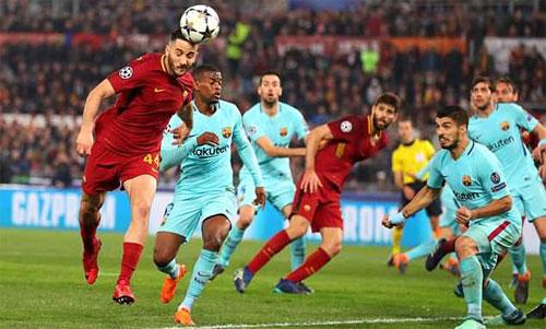Manolas thực hiện cú đánh đầu ghi bàn ấn định chiến thắng 3-0 cho Roma ở trận tứ kết lượt về. Ảnh: Reuters