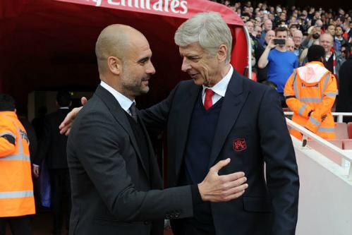 Guardiola và Wenger trong một trận đấu tại sân Emirates. Ảnh:AFP.
