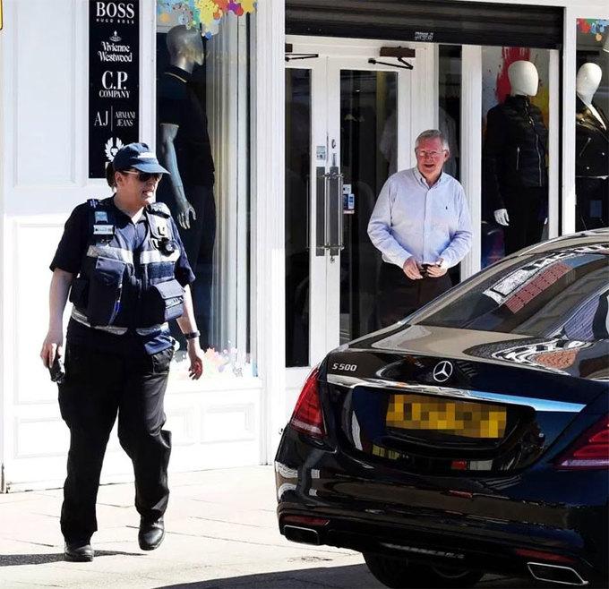 Sir Alex thoát được vé phạt đỗ xe vào phút chót