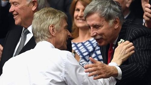 Wenger bị cho là đã mất lòng ông chủ Kroenke. Ảnh: Reuters.