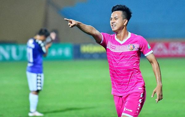Hữu Sơn ghi tuyệt phẩmvào lưới đội bóng cũ. Ảnh: Giang Huy.