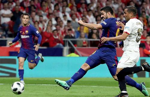 Suarez không bỏ lỡ bàn thắng khi có cơ hội tốt trong vòng cấm.
