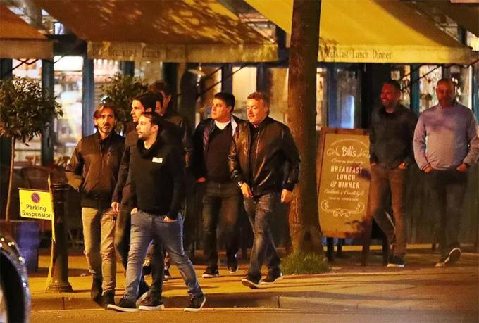 Sao Man City tới nhà hàng, bar mừng chức vô địch