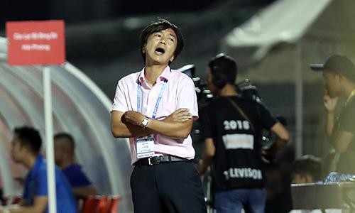 HLV Miura và đội bóng của mình trải qua hai trận thua liên tiếp ở V-League 2018. Ảnh: Đức Đồng.