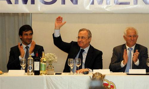 Chủ tịch Perez (giữa) bày tỏ sự tôn trọng với Bayern. Ảnh: Marca