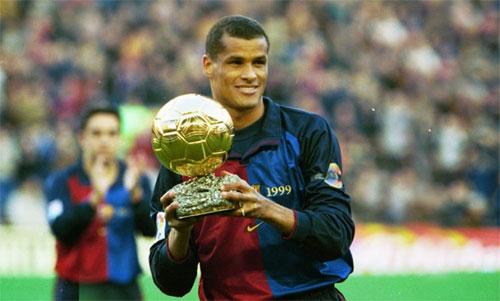 Rivaldo từng giành Quả Bóng Vàng và Cầu thủ hay nhất FIFA, sau khi giúp Barca giành La Ligamùa 1998-1999. Ảnh: EPA