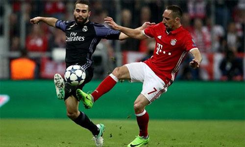 Carvajal đối đầu Ribery ở vòng tứ kết mùa trước. Ảnh: Reuters