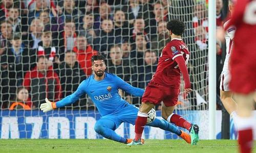 Cú chích bóng nâng tỷ số lên 2-0 của Salah. Ảnh: PA.