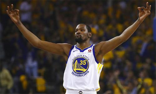 Warriors tiếp tục vượt qua Spurs nhờ sự tỏa sáng của Kevin Durant, trong bối cảnh Stephen Curry vẫn ngồi ngoài dưỡng thương.