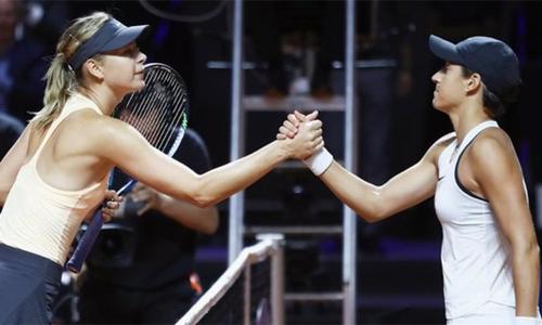 Sharapova thua trận dù chỉ còn cách chiến thắng hai điểm. Ảnh: AFP.