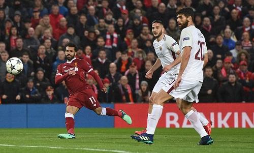 Salah (trái)với màn trình diễn rực sáng ở bán kết lượt đi Champions League. Ảnh: REX.