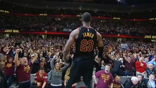 LeBron James phấn khích với trận thắng nghẹt thở, nhưng Cavaliers để lại nhiều nỗi lo khi phụ thuộc quá nhiều vào cầu thủ 33 tuổi.