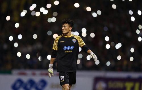 Bùi Tiến Dũng thi đấu tốt giúp Thanh Hoá giữ sạch lưới ở trận ra quân V-League 2018. Ảnh: Quang Minh