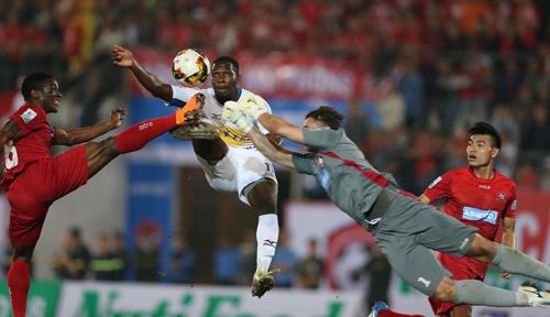 V-League đang khởi sắc khi số lượng người hâm mộ tới sân theo dõi hai vòng đầu rất đông. Ảnh: Quang Minh