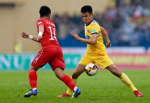 Hoàng Thịnh (áo vàng) nuôi mộng cùng Thanh Hóa vô địch V-League 2018. Ảnh: Quang Minh