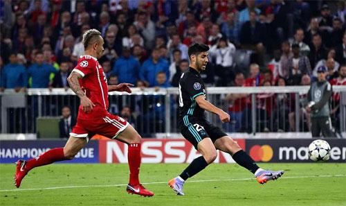 Thắng trên sân Bayern, Real đặt một chân vào chung kết