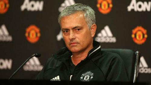 Mourinho mang về những danh hiệu nhưng không thể giúp Man Utd chơi đẹp mắt. Ảnh:AFP.