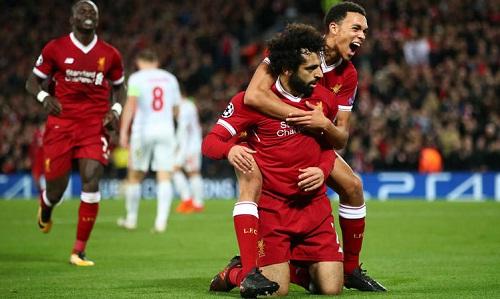 Alexander-Arnold vui vì không phải đối đầu với Salah trên sân. Ảnh: AFP.