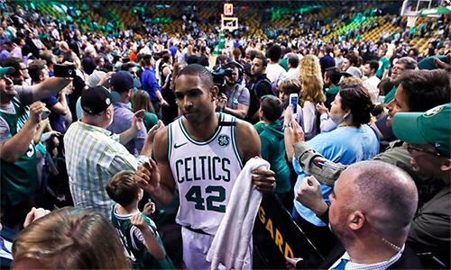 Al Horford ghi nhiều điểm nhất trận (26 điểm), giúp Celtics vào bán kết miền gặp 76ers. Ảnh: AP.