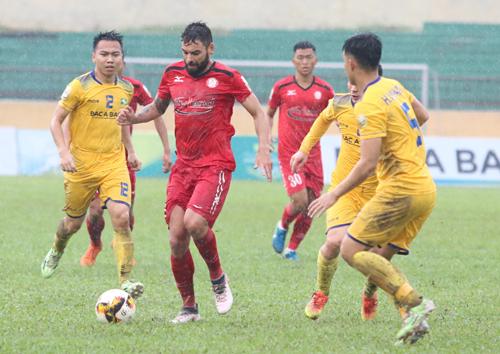 TP HCM sớm chia tay Cup Quốc gia khi gục ngã trên sân Vinh.