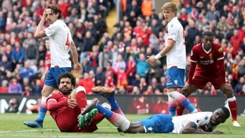 Salah là mục tiêu kèm cặp số một của hậu vệ Stoke. Ảnh: PA.