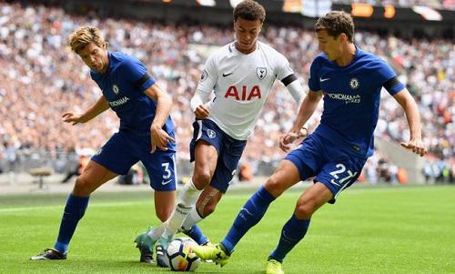 Tottenham hoặcChelsea có thể mất suất dự Champions League nếu cùng lọt vào top bốn. Ảnh: Reuters.