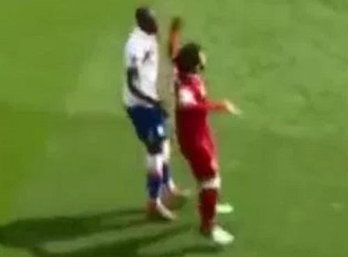 Tình huống được cho là Salah giơ nắm đấm về phíaBruno Martins Indi.