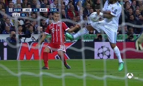 Tình huống để bóng chạm tay của Marcelo.