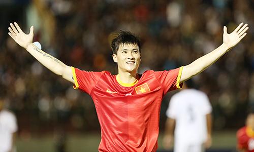 Công Vinh tham dự nhiều kỳ AFF Cup và một lần lên ngôi năm 2008. Ảnh: Đức Đồng.
