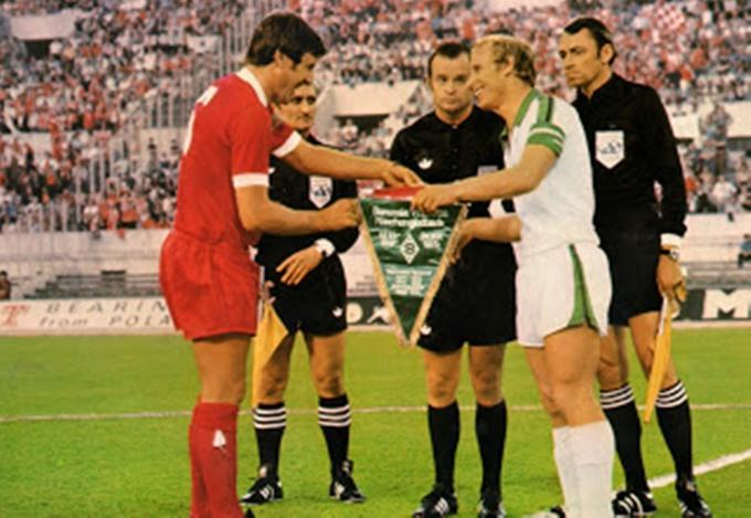 Liverpool thắng năm trận chung kết khi đối thủ mặc áo trắng