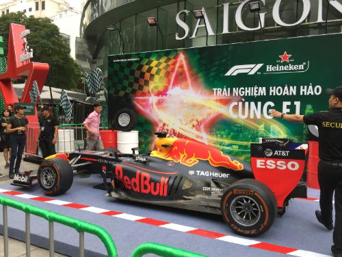 Lần đầu tiên một chiếc xe đua F1 nguyên bản được đưa tới Việt Nam. Ảnh:Bảo Lam.
