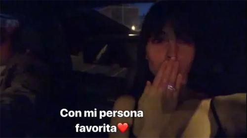 Georgina khoe nhẫn trong video đăng trên mạng xã hội.