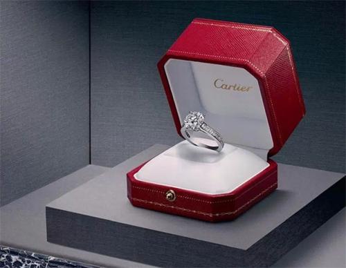 Một chiếc nhẫn cùng loại với siêu phẩm mà Georgina đang có.