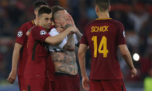 Roma nuối tiếc khi chỉ thắng 4-2 trong trận bán kết lượt về. Ảnh: Reuters