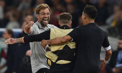 Klopp chung vui với các học trò sau trận đấu. Ảnh:Liverpool FC.