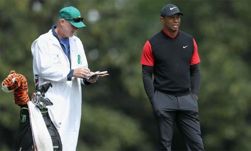 Tiger Woods tập luyện chuẩn bị cho Wells Fargo Championship. Anh không thi đấu kể từ ngày 8/4 khi kết thúc Masters. Ảnh: CBS Sports.