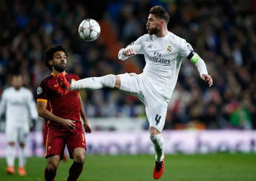 Ramos từng chạm trán Salah khi cầu thủ này còn khoác áo AS Roma. Ảnh:AFP.