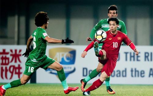 Việt Nam (đỏ) từng đánh bại Iraq ở vòng chung kết U23 châu Á hồi đầu năm nay. Ảnh: Anh Khoa.