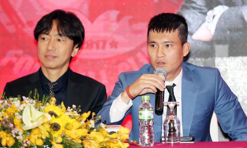 Công Vinh rút lui, HLV Miura được phân nhiệm vụ toàn quyền quyết định chuyên môn và trả lời báo chí ở CLB TP HCM. Ảnh: Đức Đồng.
