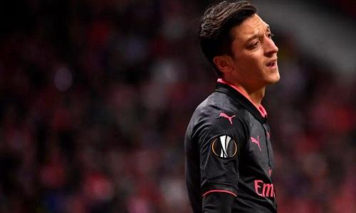 Sự buồn bã của Ozil sau thất bạikhông được cảm thông. Ảnh: Reuters.
