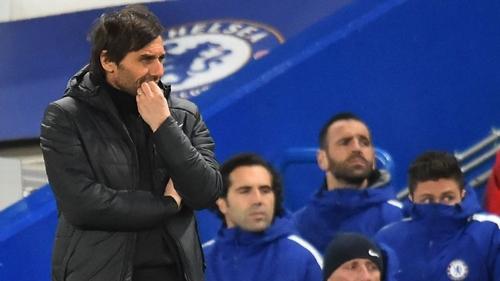 Conte thất vọng vì trận thua đậm của Chelsea. Ảnh: PA.
