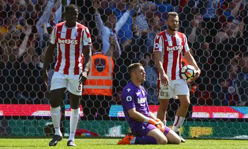 Thủ môn tuyển Anh Jack Butland là một trong những ngôi sao có tương lai bất định sau khi Stoke xuống hạng. Ảnh:AFP.