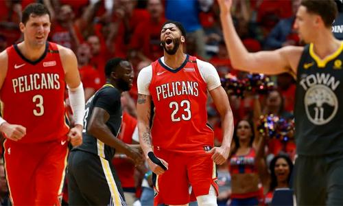 Anthony Davis tỏa sáng giúp Pelicans rút ngắn cách biệt trong series bán kết miền với Warriors. Ảnh: AFP.